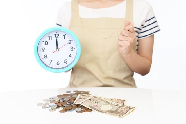 時間とお金に困る女性