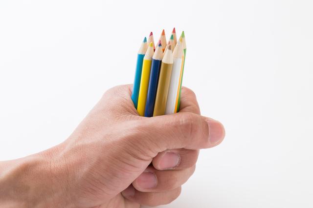 色鉛筆をまとめる